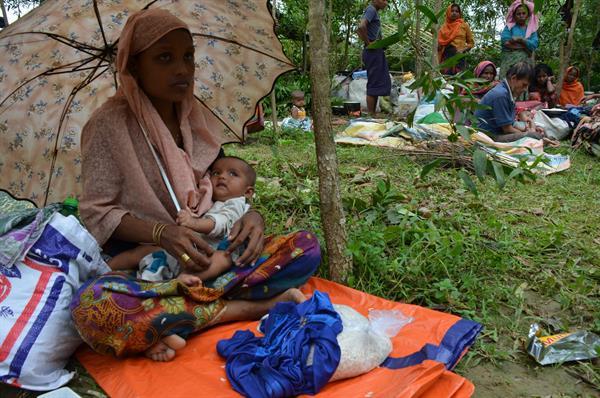 Nusafa ist mit ihrer 3 Monate alten Tochter von Myanmar nach Bangladesch geflüchtet.