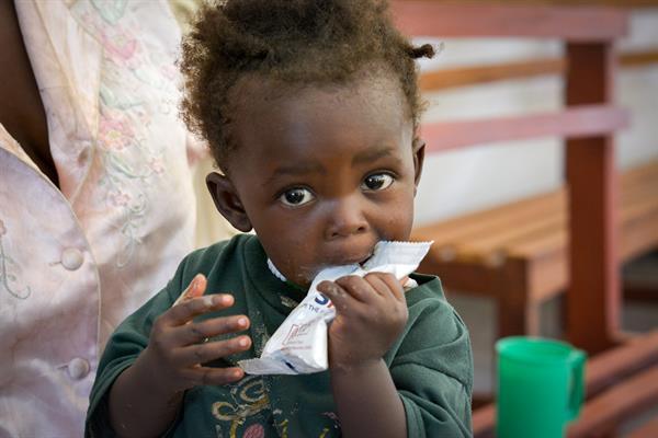 World  Vision  arbeitet  in  233  Gesundheitsstationen und 6 Spitälern, um unterernährte Kinder zu versorgen. Juliana war eines von ihnen.